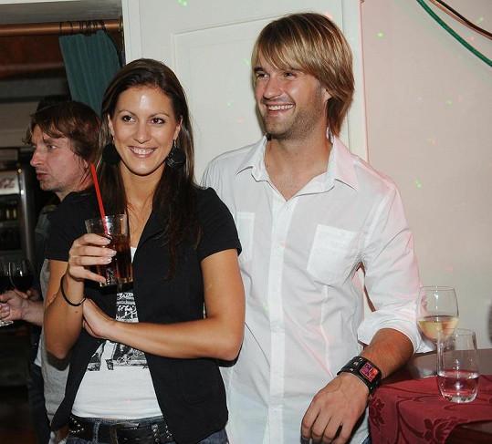 Zpěvák Petr Poláček s přítelkyní.
