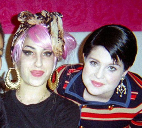 Kamarádky z mokré čtvrti: Kelly Osbourne a Amy Winehouse.
