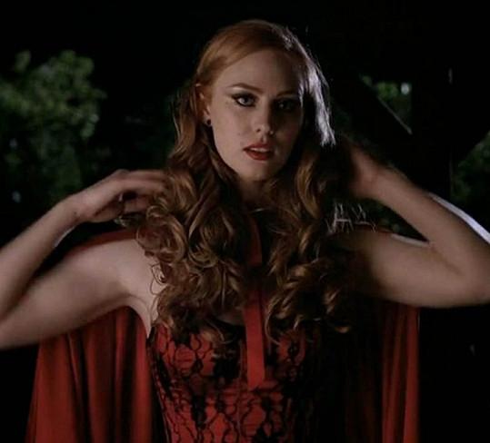 Debora Ann Woll jako mladá upírka Jessica.