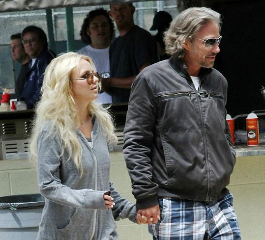 Britney Spears s přítelem Jasonem Trawickem.
