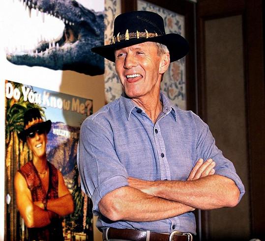 Australský herec ve specifickém klobouku.