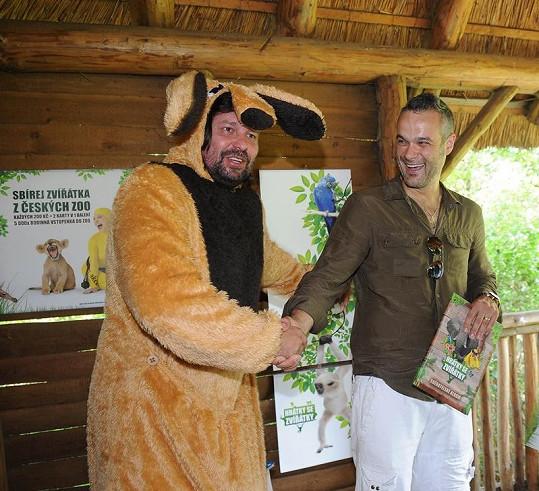 Jedním z kmotrů se stal také Jaro Slávik, který si jako úlovek odnesl katalog se zvířátky.