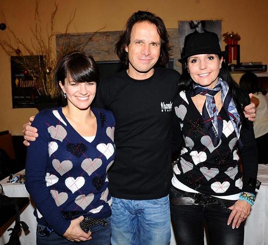 Janek Ledecký s Martou Jandovou a Martinou Jandovou na tiskové konferenci Hamleta.