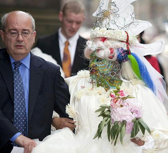 Elaine Davidson se na svatbu pořádně vymódila.