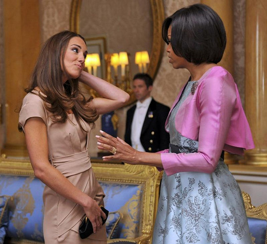 Michelle a Kate v Buckinghamském paláci.
