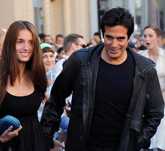 Iluzionista s francouzskou modelkou Chloe Gosselin.
