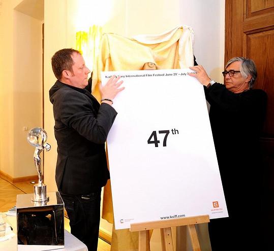 Jiří Bartoška s Kryštofem Muchou odhalili letošní festivalové logo.