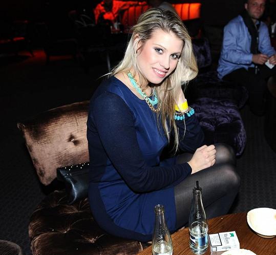 Tereza Brabcová, dcera herečky Veroniky Freimanové, je kus.