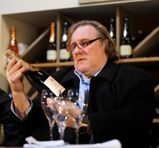 Gérard a jeho oblíbené pitivo.