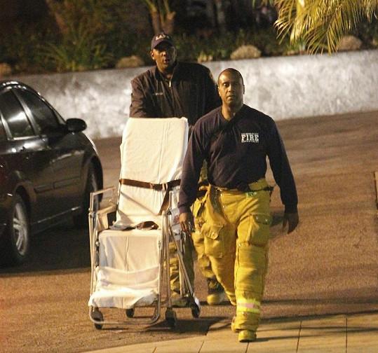 Na místo rvačky museli dorazit záchranáři.