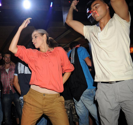 Eva Decastelo je skvělá tanečnice.