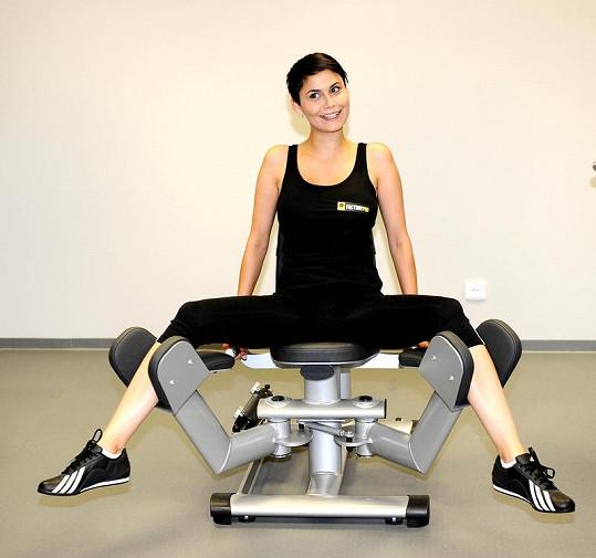 Vlaďka Erbová shazuje kila ve fitness centru.