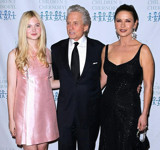 Michael Douglas a Catherine Zeta Jones s 13letou herečkou Elle Fanning.