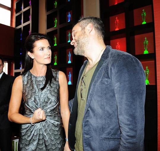 Michaela Maláčová a Jaro Slávik ve nepříliš přátelském rozhovoru.