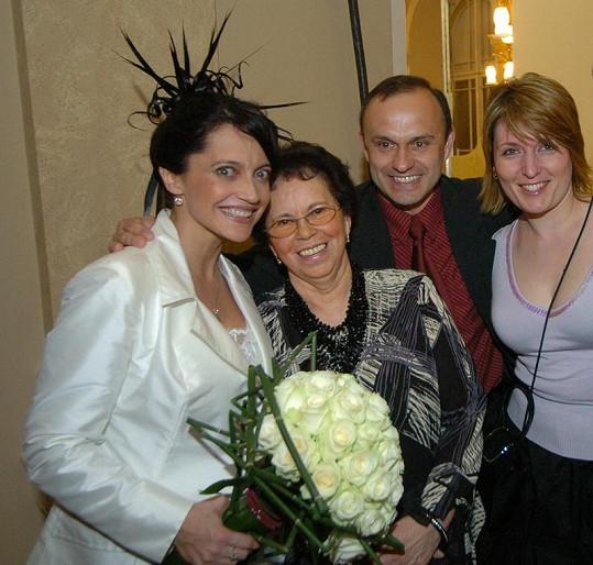 Lucie Bílá s maminkou, bratrem Karlem a jeho ženou.