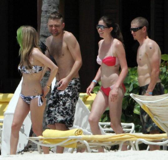 Avril Lavigne s přáteli na Bahamách.