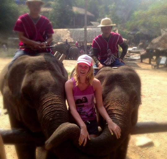 Nikol Moravcová navštívila sloní farmu.