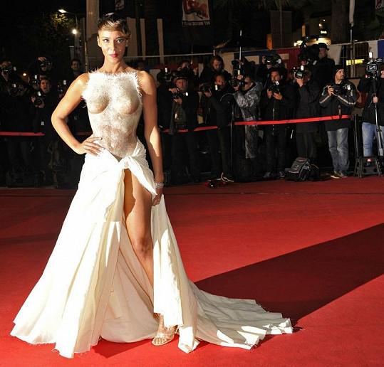 Shy'm v Cannes.
