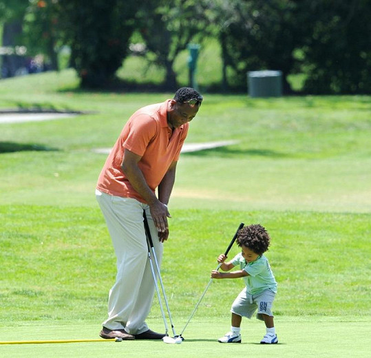 Conrad Murray na golfu se svým synem.
