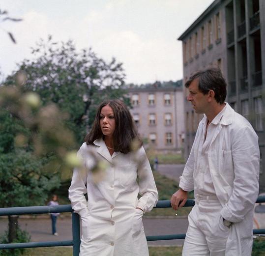 S Jaromírem Hanzlíkem v seriálu Sanitka (1984)