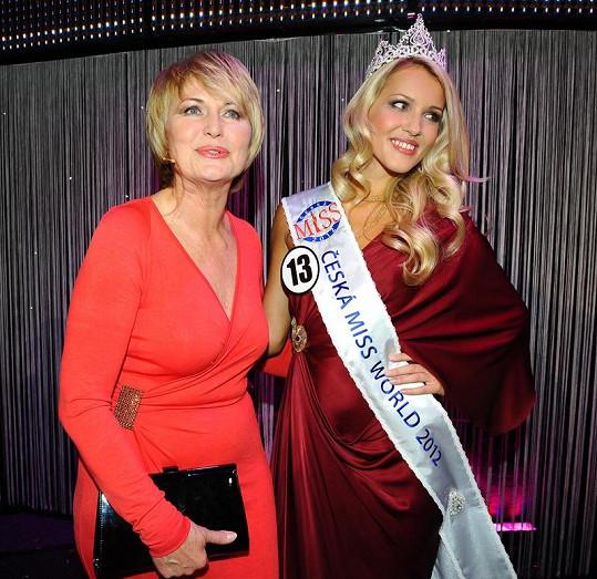 Linda Bartošová s porotkyní České Miss Eliškou Balzerovou.