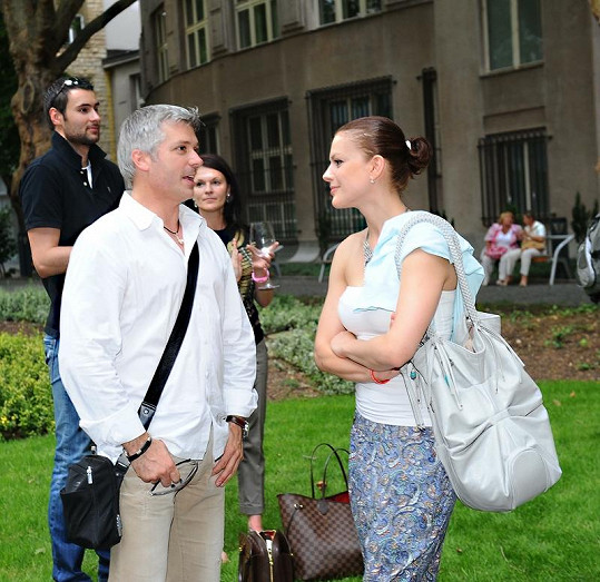 Andrea Kerestešová se s exmilencem vypravila na otevření kadeřnictví ve Slovanském domě.