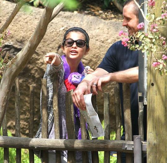 Nadšená Selena při návštěvě zoo.