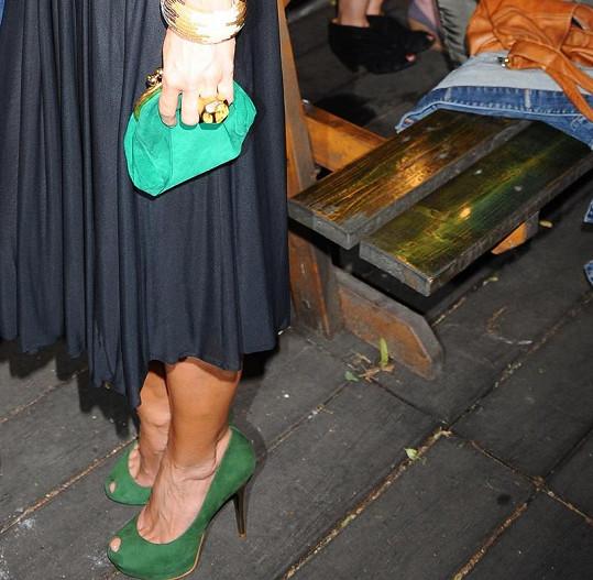 Takto sladila Daniela Peštová boty s kabelkou.