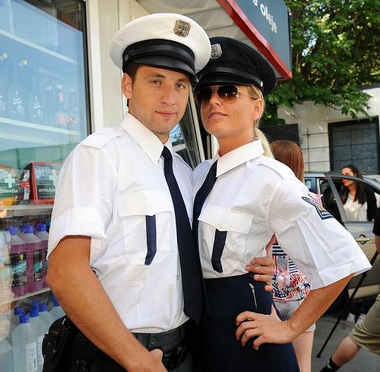 Martina Pártlová jako policistka.