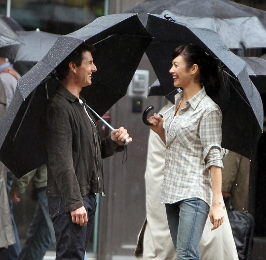Tom Cruise s Olgou Kurylenko během natáčení filmu Oblivion.