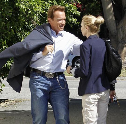 Arnold byl viditelně potěšen, že ženu potkal.