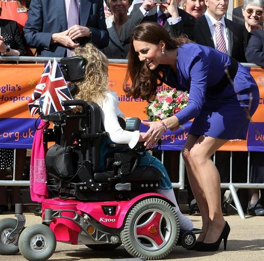 Kate úžasně ustála i návštěvu dětského hospicu.