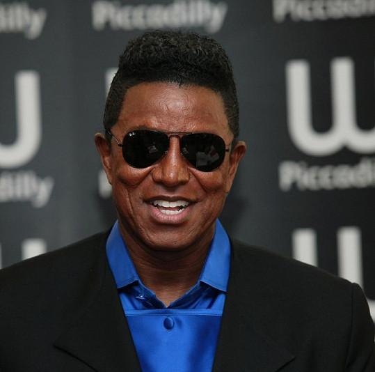 Michaelův starší bratr Jermaine Jackson.