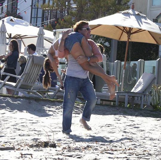 Jamie Mazur si dovolenou se snoubenkou Alessandrou pořádně užíval.