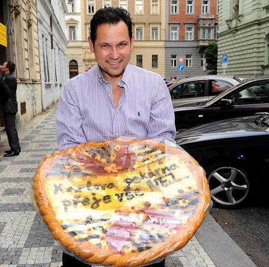 Pavel Vítek bude snídat koláč minimálně týden.