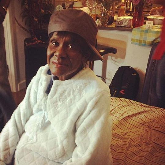 Babička Clara je na svou úspěšnou vnučku pyšná.