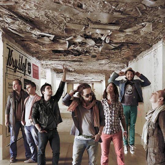 Klip Inzerát natáčela kapela Kryštof ve vybydleném objektu Milovice.