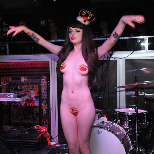 Katrina Darling, sestřenka sestřenka vévodkyně Kate a striptérka.