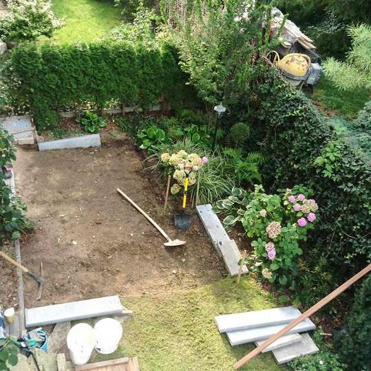 Zahradu se proto rozhodla přebudovat.