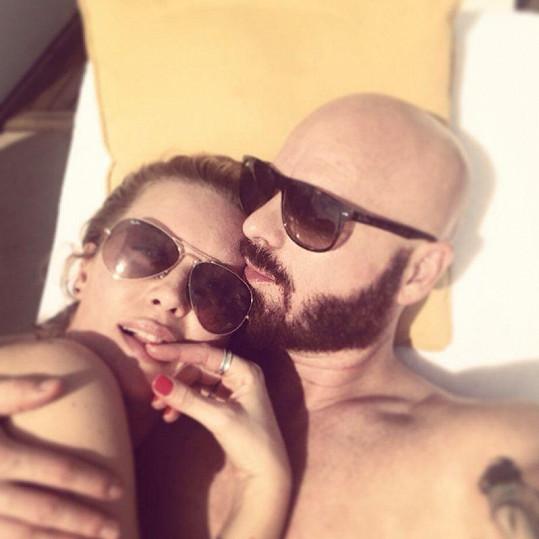 Na Miami si modelka užívá se svým manželem Karlem Vágnerem jr.