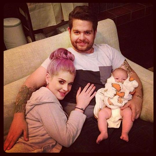 Spokojený táta Jack Osbourne se sestrou Kelly a dcerou Pearl.