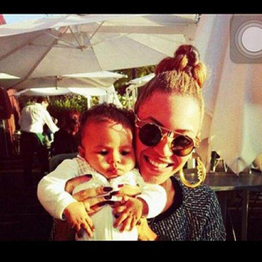 Beyoncé s malou Blue Ivy.