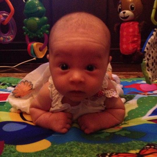 Dvouměsíční Pearl Clementine je kouzelná.
