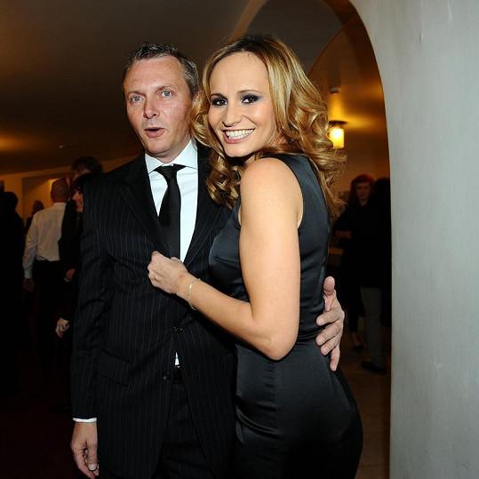 Monika Absolonová v koktejlkách Dolce Gabbana s přítelem Vratislavem Jandou.