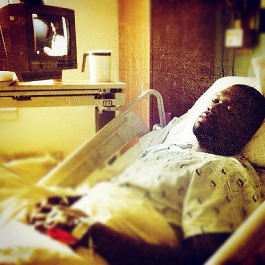 Známý hudebník se bojí operace.