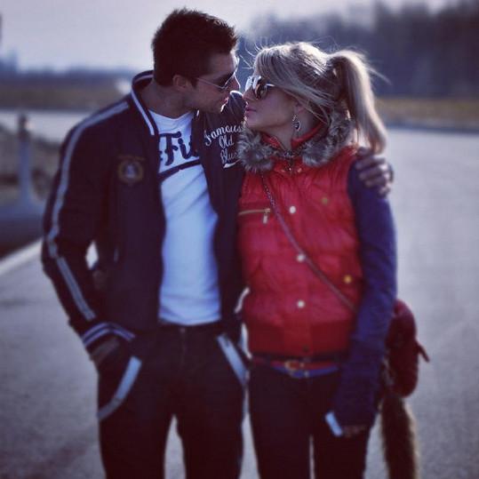 Plyšák randí s Alenkou od prosince roku 2011.