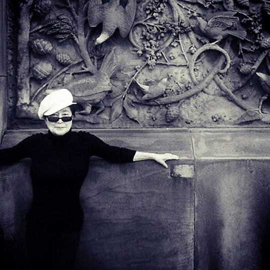 Yoko Ono je stále velmi aktivní žena.