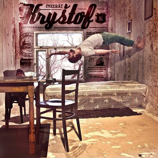 V klipu byly použity zajímavé efekty. Richard Krajčo se například prochází po zdech a stropě.