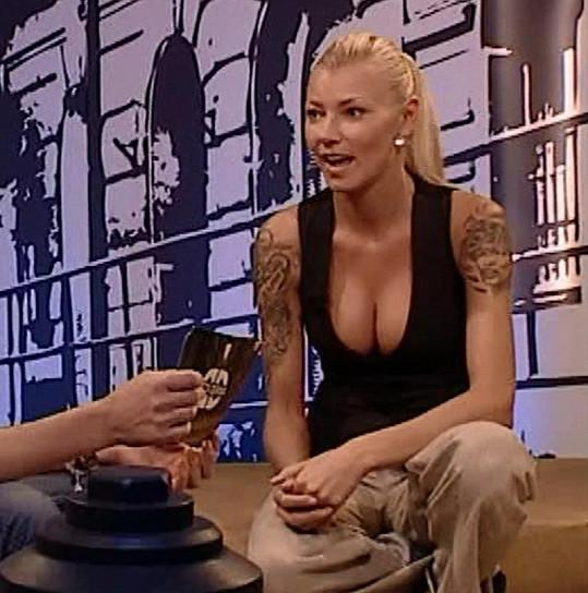Helena Zeťová má bujnější dekolt.