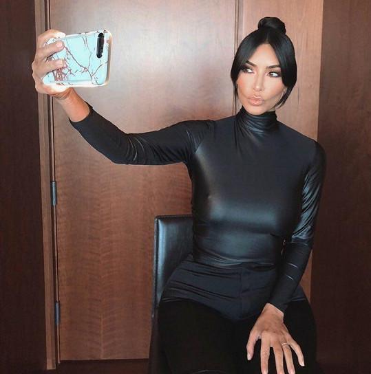 Kim většinou sází na selfíčka.